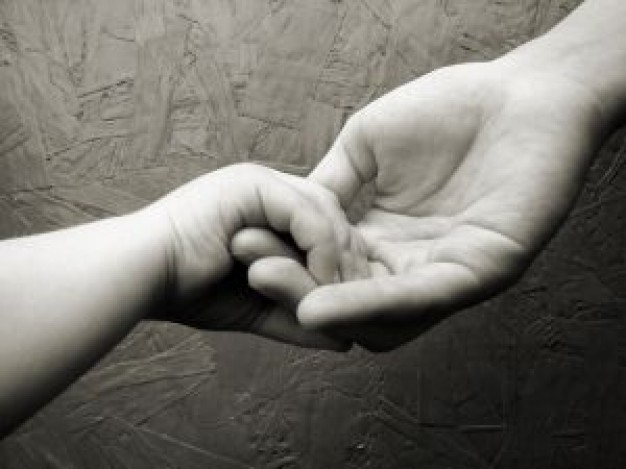 baby-hand-holding-by-mother_2776590