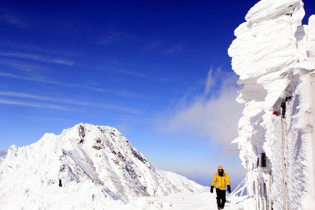 厳冬期の八ヶ岳赤岳展望荘より横岳を望む(2012年撮影)